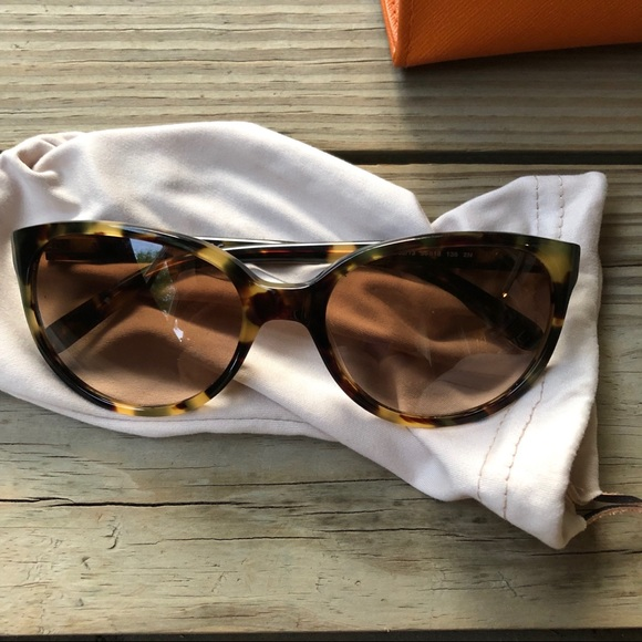 7390f433a02d Tory Burch Cat Eye Vintage Tortoise Sunglasses. M_5cc107228557afbbc88de029